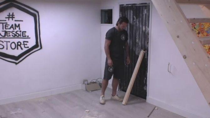 Jessie barricadeert het penthouse en de kroeg is af!