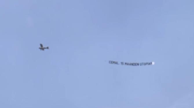 Familie en vrienden sturen een vliegtuigje speciaal voor Cemal richting Utopia