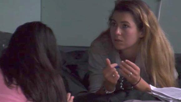 Volgens Floor, Madilia en Beau bespreken de crisis