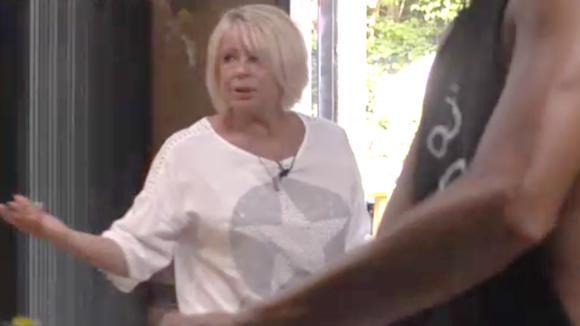 Karin woest omdat Bas geen rondleiding aan gasten wilde geven