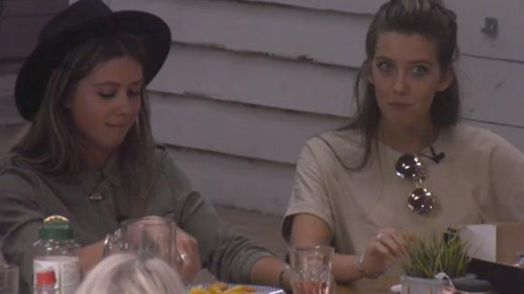 Demi en Fay krijgen nog een verzoek om te daten