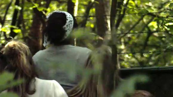 Madilia ontvangt familie en vrienden aan het hek