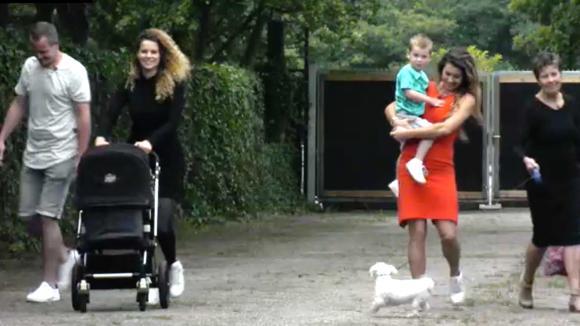 Beau ontvangt voor het eerst sinds ze in Utopia woont haar familie