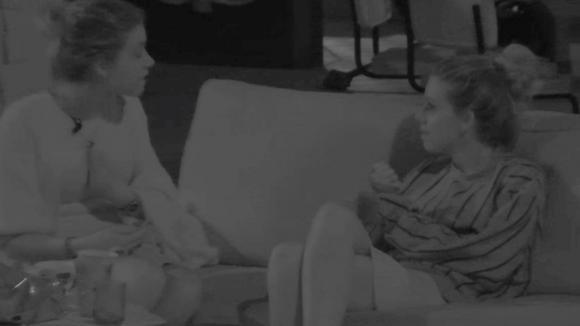 Fay en Demi hadden midden in de nacht een flinke discussie
