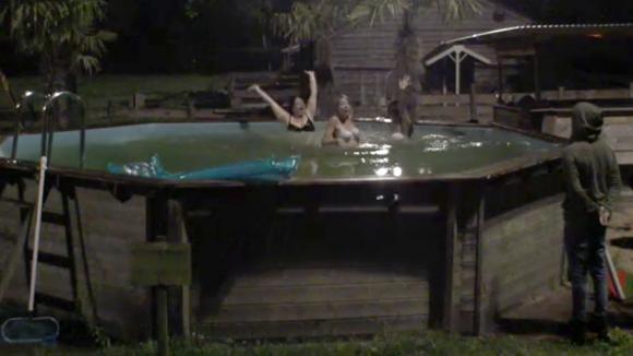 nachtelijke-duik-zwembad.jpg
