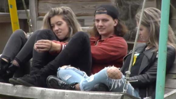 Demi en Fay denken dat Linda en René elkaar erg leuk vinden
