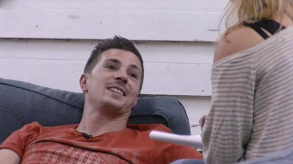 Beau intervieuwt Johan om hem beter te leren kennen