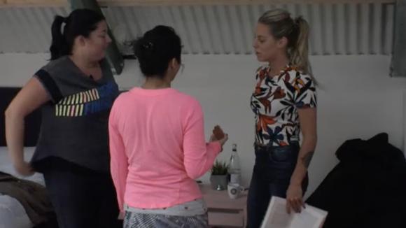 Billy krijgt steun van Madilia en Linda na al het gedoe rondom geld