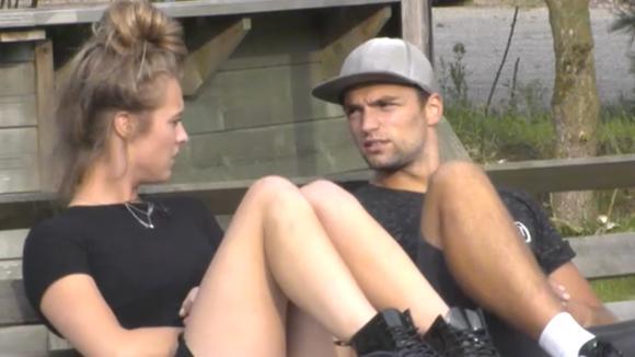 """Cemal spreekt Romy aan omdat hij een """"intiem"""" gesprek had met potentiële bewoner Johan"""