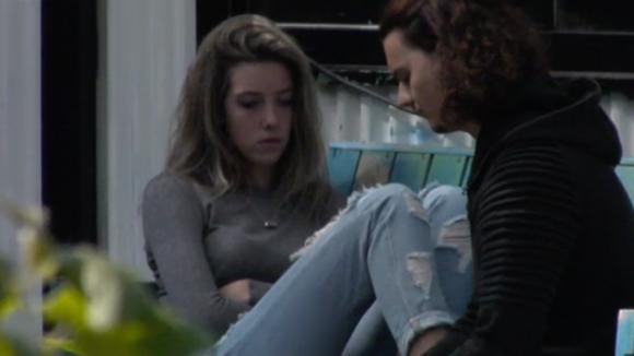 Fay heeft de intentie om haar relatie met Chipp te beëindigen
