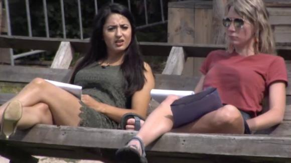 Madilia en Floor bespreken de hectische dag van gisteren