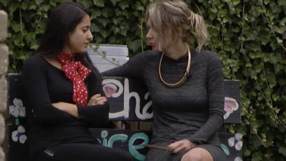 Madilia en Floor bedenken een tactiek zodat Fay genomineerd wordt