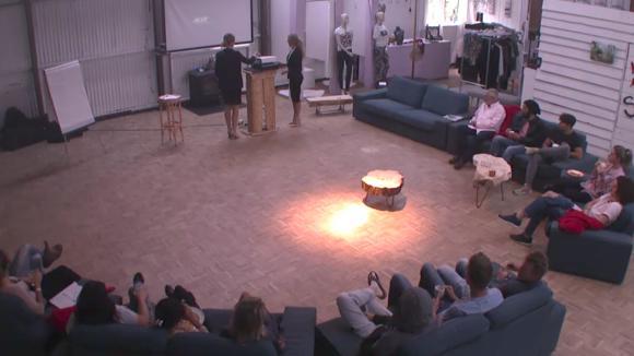 Cemal, René, Bas, Billy en Romy presenteren hun structuren voor in Utopia