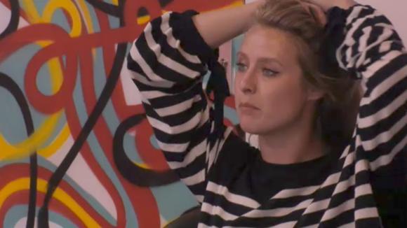 Madilia wil ook met Romy praten over de stemmen die zij net heeft gehad