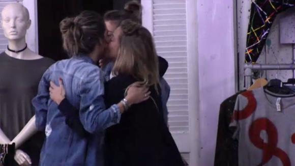 Demi, Billy en Fay praten eindelijk hun ruzie uit