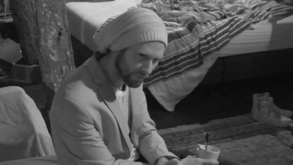 René ontdekt dat er gaten in de offertes en bestelling van de winkel van de tweeling vallen