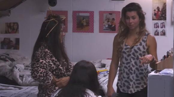 Beau, Linda en Madilia bespreken hun frustraties over René