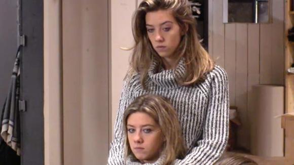 Demi en Fay irriteren zich aan René