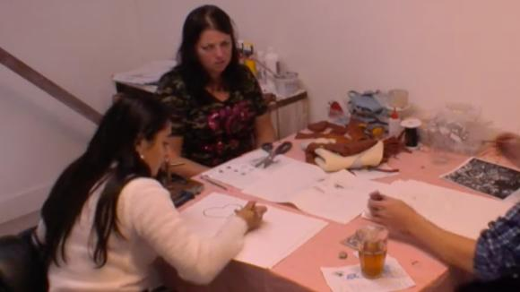Romy, Linda en Madilia twijfelen of René zijn taken wel goed kan uitvoeren