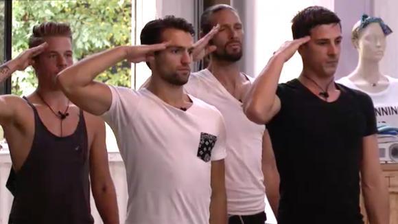 Cemal, Noah en Johan repeteren met een dansleraar voor Ladies Night