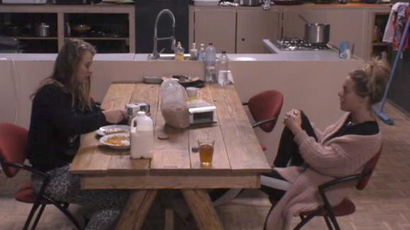 De heftige discussie met Demi en Fay blijft Billy maar bezighouden
