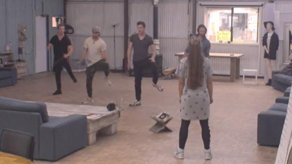Johan, Cemal en Noah hebben weer dansles voor Ladies Night