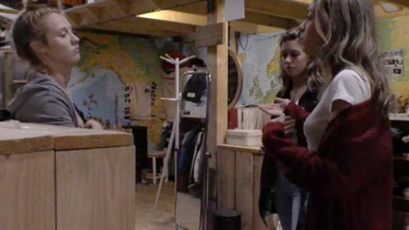 Demi en Fay confronteren Romy rondom haar gedrag