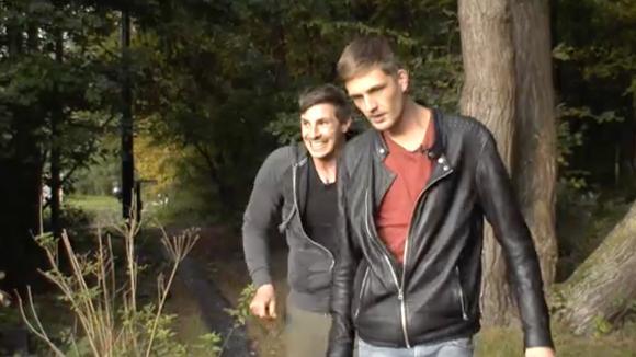 Jacco, Johan en Billy hebben het plan om in de nacht hun mede bewoners bang te maken