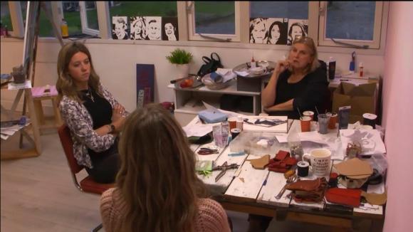 Demi en Fay willen dat José bij hun blijft slapen