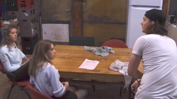 Chipp is niet blij dat Demi en Fay in een videoclip mogen spelen