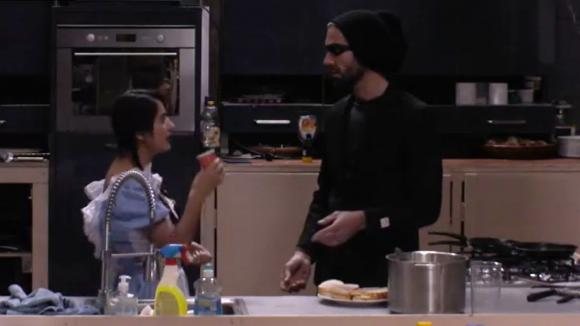 René bespreekt met Madilia zijn ruzie met Chipp