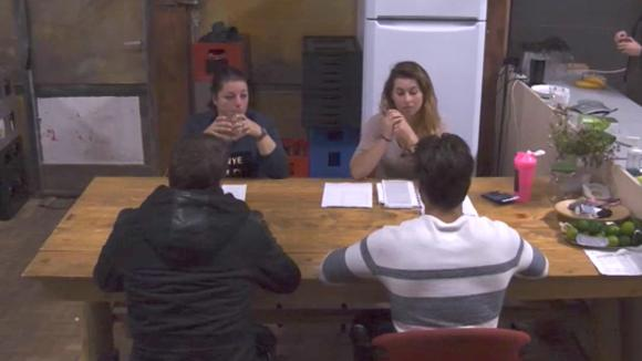 Beau, Cemal, Johan en Linda bespreken de bouwprojecten welke gerealiseerd kunnen worden