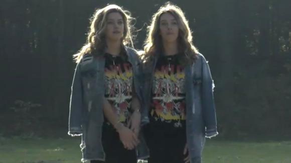 Demi en Fay ontvangen hun vriendinnen in Utopia