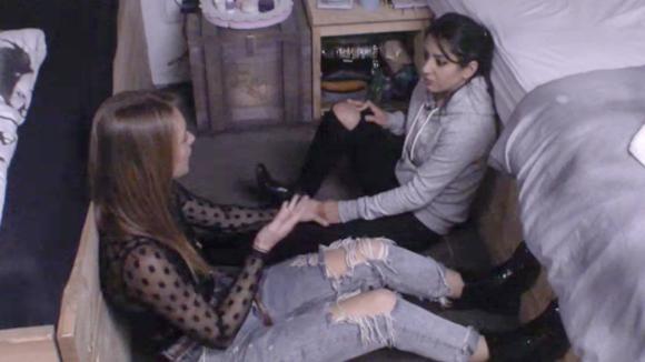 Madilia en Romy bespreken de hatelijke momenten die ze vandaag hebben beleefd