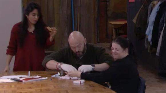 Linda verwond zichzelf met een mes