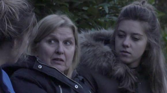 Demi en Fay geven José advies rondom de onenigheid met Linda