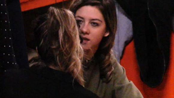 Demi staat achter Fay en geeft haar advies rondom het gedoe met Chipp