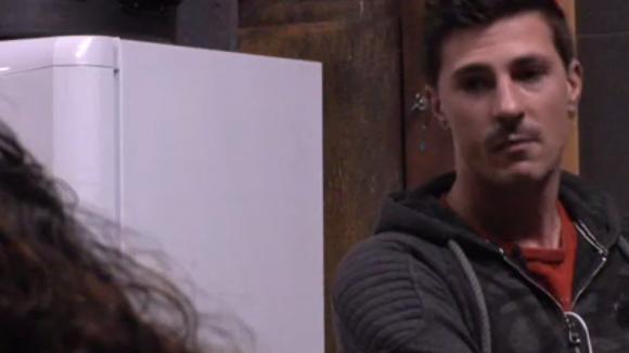 Johan vertelt dat hij geen gevoelens heeft voor Beau en dat het niets gaat worden