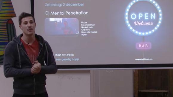 Johan geeft een presentatie en uitleg over zijn evenement