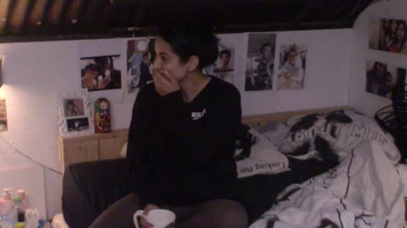 Madilia en Linda leggen lachend hun eerdere ruzie bij