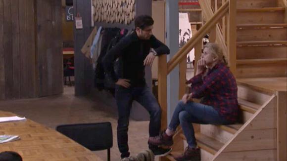 Mehmet geeft José het advies zich niet zo af te zonderen