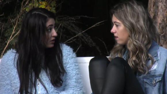 Madilia, Demi en Fay bespreken het geflirt tussen Johan en Beau