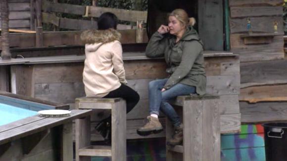 Madilia adviseert José meer over haar gevoelens te praten