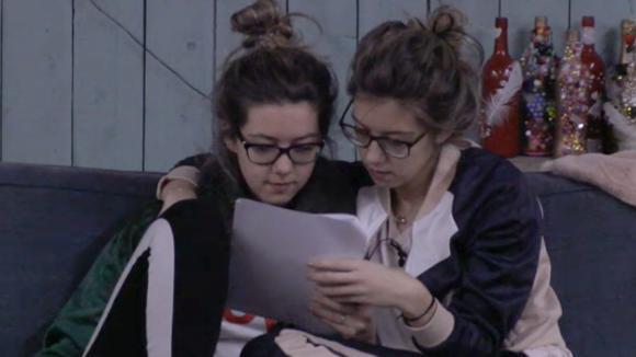 Demi en Fay ontvangen leuk nieuws van het thuisfront
