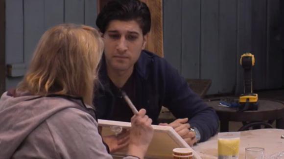 José legt aan Mehmet uit waarom René haar zo gekwetst heeft