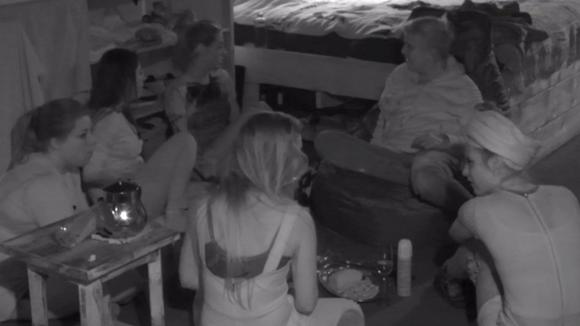Beau, Billy, José, Linda, Madilia en Romy organiseren ook een besloten feestje