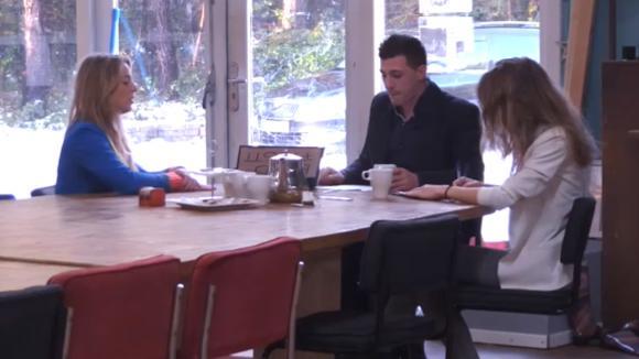 Billy gaat op sollicitatiegesprek bij Fay en Johan