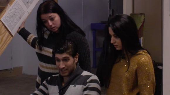 Mehmet ontdekt vijftien onbetaalde facturen