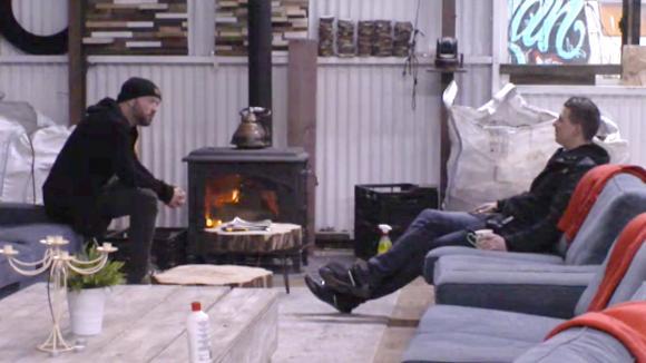 Baldr en Johan willen dat René zijn verantwoording over de bar neerlegt
