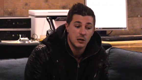 Johan is geïrriteerd als Baldr vraagt waarom hij niet in Le Luifel wilde werken